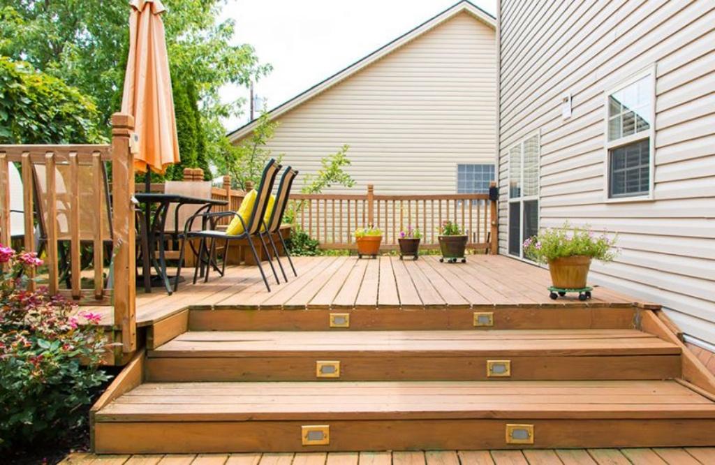 3 Easy Deck Maintenance Tips
